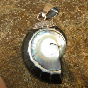 Liontin Silver Black Shell Pendant, Originally Import From Bethlehem
