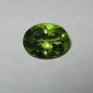 Natural Peridot Oval 1.8 carat