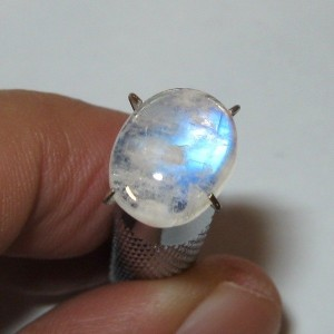 Moonstone Blue Flash 2.45 carat luster tajam dan indah