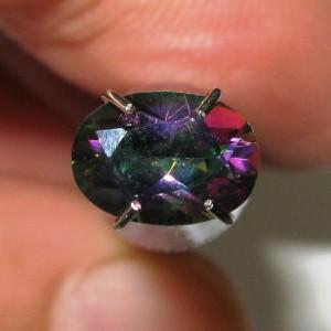 Rainbow Mystic Topaz 0.95 carat