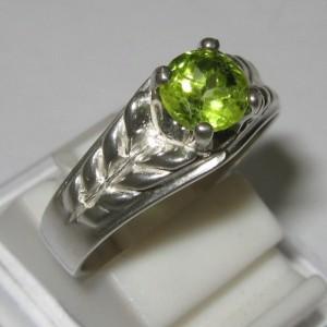 Cincin Peridot untuk Wanita Ring Size 7.5US