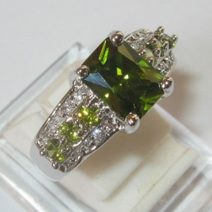 Cincin Model Peridot Ring 8US Gold Filled