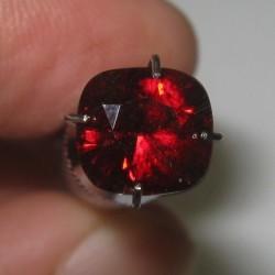 Garnet Merah Kotak 2.25 carat