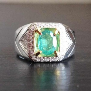 Exclusive Emerald Silver Ring 9US