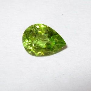 Batu Permata Peridot Pear Shape 0.80 carat