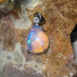 Liontin Opal Neon Green 3.46 carat