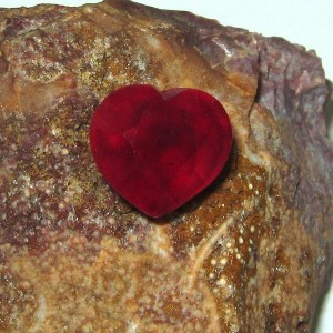 Batu Permata Ruby Bentuk Hati 4.86 carat