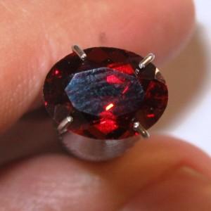 """Pyrope Garnet Oval 1.81 carat Luster """"Mata Merah"""""""
