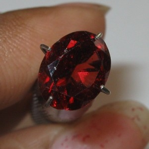 Batu Permata Garnet Pyrope Oval 1.98 carat