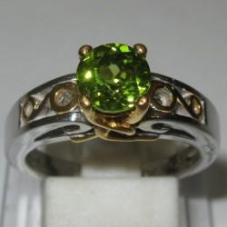 Cincin Peridot Elegant Ring 7US