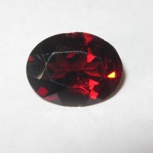 Oval Pyrope Garnet 2.43 carat Permata Merah Menyala