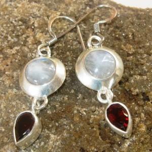 Sepasang Anting Silver Batu Biduri Bulan dan Permata Garnet