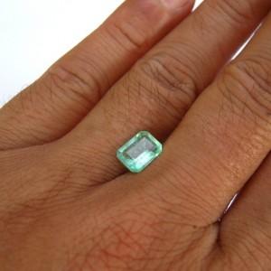 Zamrud Kolombia 1.31 carat Hijau Menyala Terang