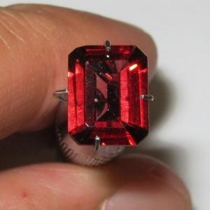 Batu Permata Pyrope Rectangular Garnet 2.32 carat