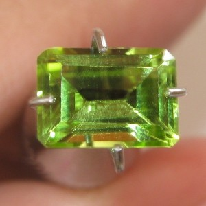 Rectangular Peridot 1.08 carat Yellowish Green