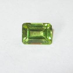 Rectangular Peridot 1.08 carat Yellowish Green
