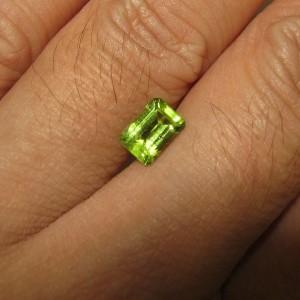 Peridot Rectangular Hijau 1.06 carat