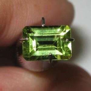 Batu Permata Peridot Rectangular Cut 1.04 carat
