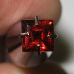 Garnet Merah Kotak 4mm
