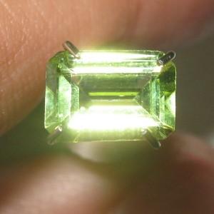 Batu Permata Yellowish Green Peridot 0.82 carat