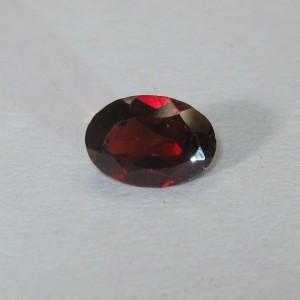 Batu Permata Oval Red Garnet 0.90 carat