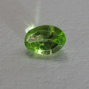 Batu Permata Natural Oval Peridot 0.90 carat