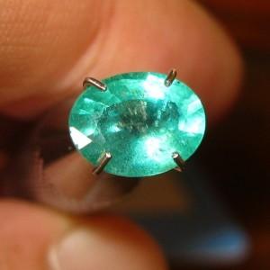 Oval Green Emerald 1.07 carat Zamrud Hijau Indah