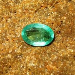 Batu Mulia Zamrud Hijau Indah, Oval Cut 0.91 carat