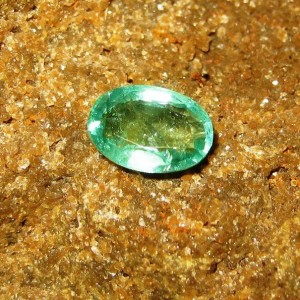 Batu Permata Oval Fine Natural Emerald 0.94 carat