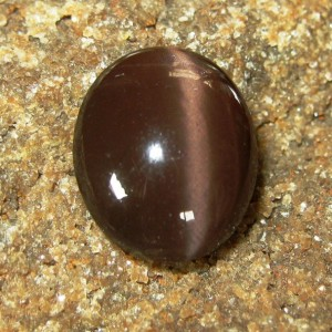 Batu Mulia Reddish Brown Spectrolite Cat Eye 6.80 carat