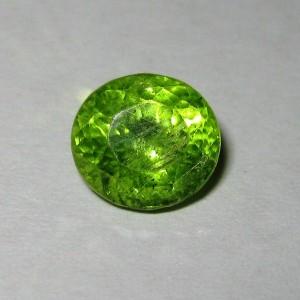 Batu Permata Yellowish Green Peridot Oval 2.45 carat