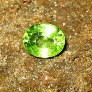 Batu Permata Peridot Yellowish Green 1.80 carat