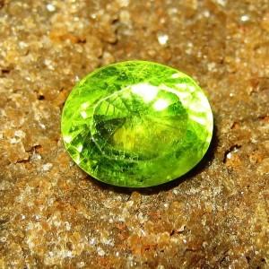 Batu Mulia Natural Peridot Greenish Yellow 2.14 carat