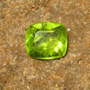 Batu Permata Natural Green Peridot 2.68 carat Cushion