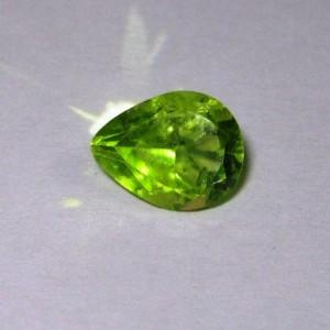 Batu Permata Pear Shape Green Peridot 2.00 carat