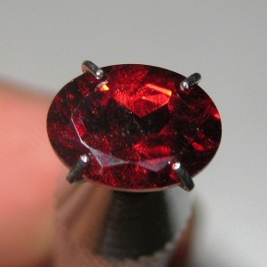 Batu Permata Garnet Pyrope Almanite Oval 1.55 carat