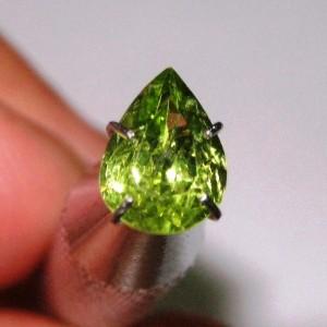 Batu Permata Pear Shape Natural Peridot 1.10 carat