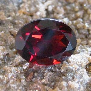 Batu Permata Red Pyrope Garnet 1.54 carat Oval Cut