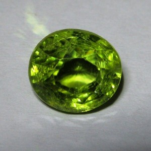 Batu Mulia Natural Green Peridot Oval 2.84 carat