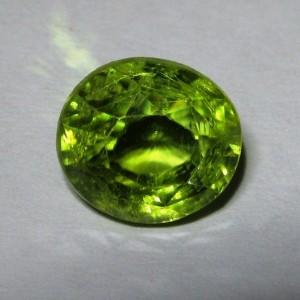 Batu Mulia Natural Green Peridot Oval 2.84 carat