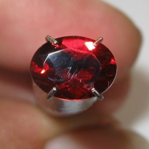 Batu Mulia Natural Red Pyrope Garnet Oval 1.48 carat