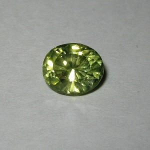 Batu Permata Peridot Oval 2.14 carat Warna Unik Bagus