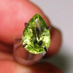 Batu Permata Peridot Pear Shape 0.95 carat