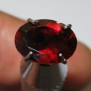 Permata Garnet Alami Luster Mata Merah 1.45 carat