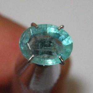 Batu Zamrud Oval 1.10 carat Hijau Bening Berserat