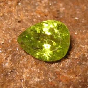 Batu Permata Peridot Pear Shape 1.45 carat