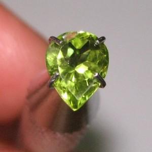 Pear Shape Peridot 1.00 carat