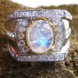 Cincin Moonstone Kontemporer Ring 9US