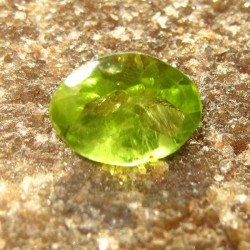 Peridot Hijau Oval 1.35 carat