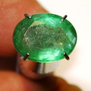 Batu Mulia Emerald Hijau Daun Oval Cut 1.84 carat